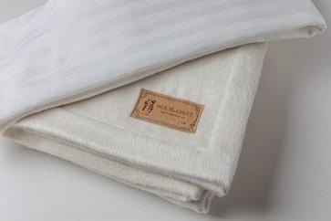 泉州南部織 シルク毛布&シルク混シーツセットの特産品画像